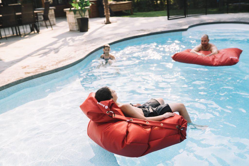 ensemble matelas nautique rouge piscine